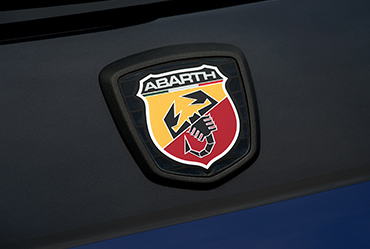 {9bfd471c-fd95-4be9-a07a-16933862e5f3}_Abarth_MonsterEnergy_LP_Gallery-06-370x249